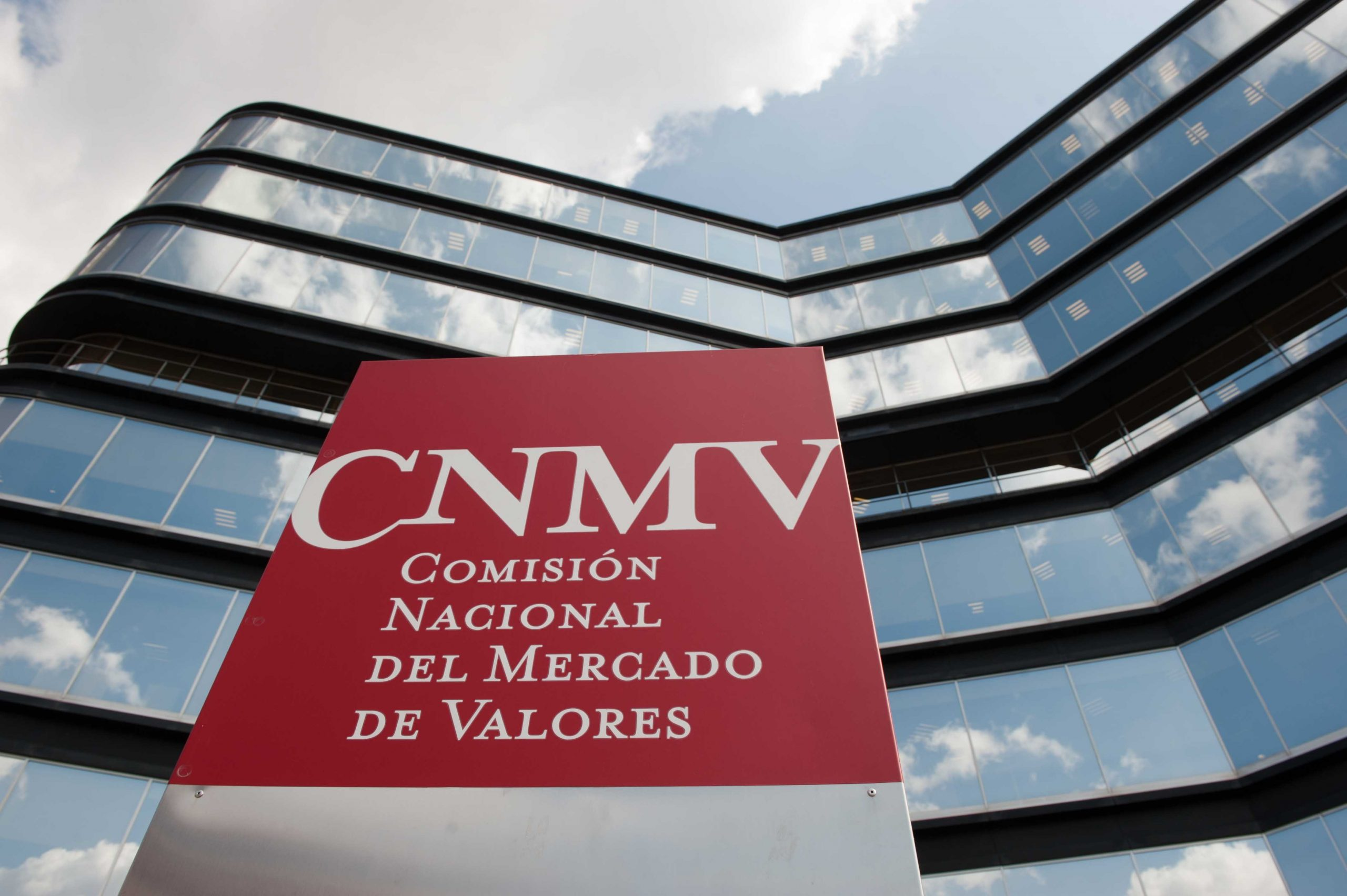 ADICAE cuestiona la efectividad de las multas de la CNMV a la banca en el marco MIFID2