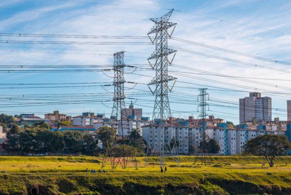 Torres de energía transmisión de luz